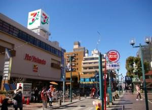 綱島の街に「MISOY」ちんどん屋が出現。オープン前日の2月9日から本日まで出ていますとのこと