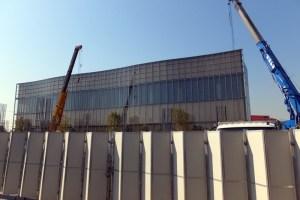米アップル研究所「YTC」の裏手では建設工事が進んでいる