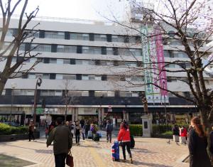 JR蒲田駅(東口)は東急と直結しており、羽田空港への路線バスも発着している