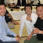 〔左起〕梁伯偉師父,林潤疇助教和坂本師範攝於歡迎晚宴上。