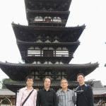 〔左起〕林潤疇助教,今西師範,北師範和梁伯偉師父攝於奈良「藥師寺」。