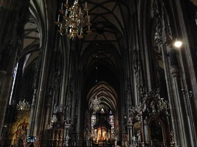 オーストリアウィーン観光でゴシック建築様式のシュテファン寺院へ行く⑥