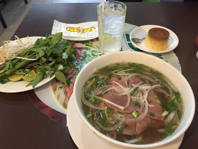 ベトナムホーチミン一人で気軽に安心して外食できるレストラン丸亀製麺とフォー24⑬