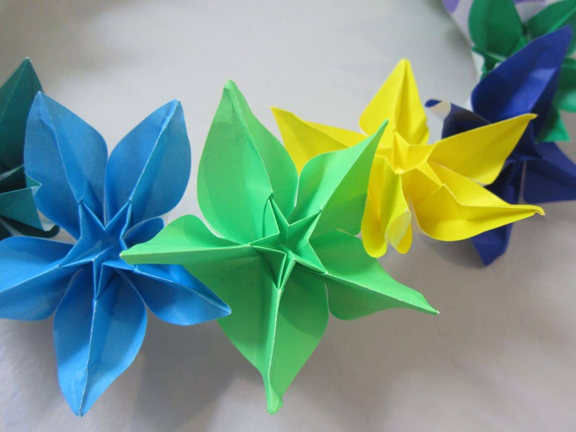 How to make a wreath using origami flowers
