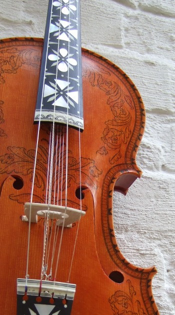 hardanger fiddle by salve håkedal.