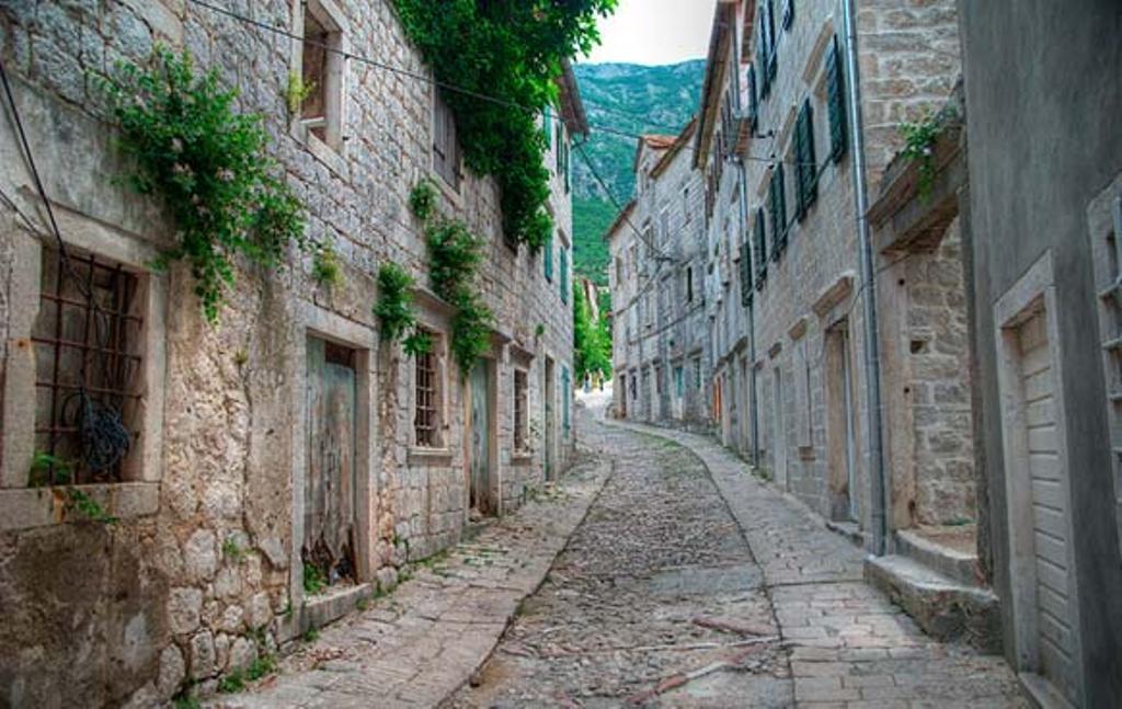 cobbled-streets-of-herzegovina
