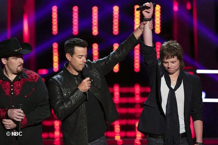 """THE VOICE - """"Battle Rounds"""" - Pictured: (L-R) Casey Muessigmann, Carson Daly, Terry McDermott. Photo by:  Tyler Golden/NBC"""