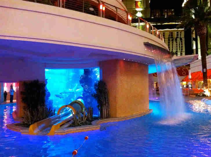ラスベガス 高級ホテル プール