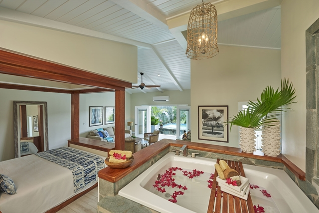 serenity-saint-lucia-grande_plunge_pool_butler_suite_tub-copy