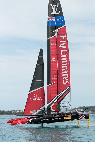 Pirelli sponsors Emirates Team New Zealand-2