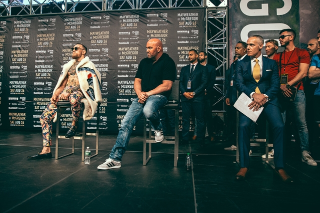 39_Mayweather_vs_McGregor_WorldTour_NY (Copy)photographed by Rosie Cohe SHOWTIME (Copy) HOMBRE Magazine