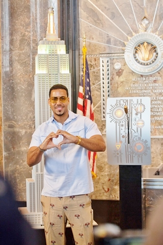 Romeo Santos at Empire State Building for Note for Notes - HOMBRE Magazine 8