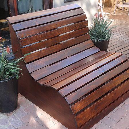 Деревянная скамейка шезлонг