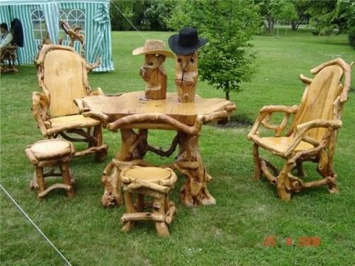 Декоративные скамейки и стол