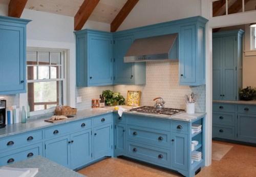 Интерьер кухни голубого цвета