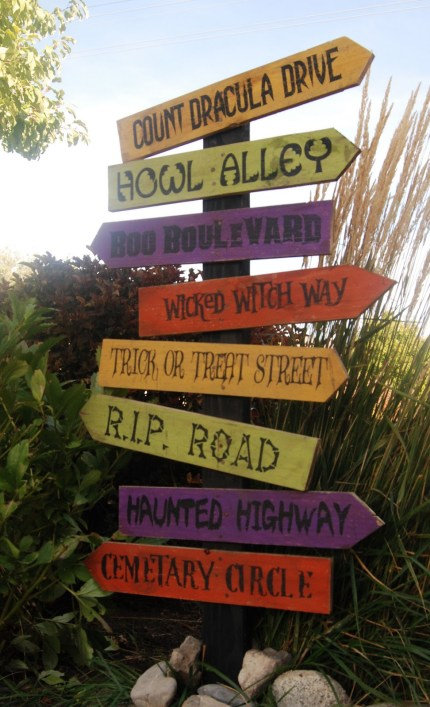 Halloween Road Sign Marker