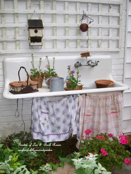 kitchen-sink-outside-fountain
