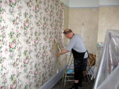 The Best Way To Remove Old Wallpaper | The Homebuilding/Remodel Guide