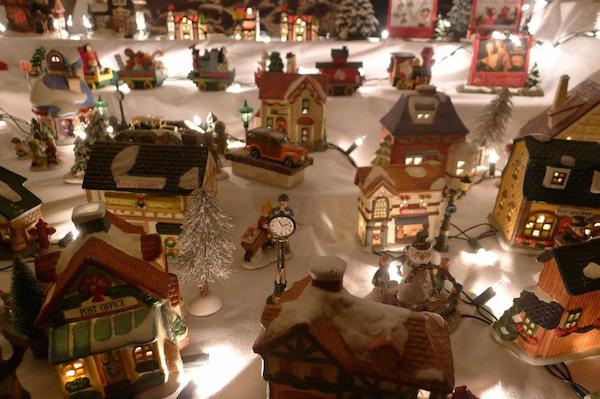 Homemade Parties Christmas House06