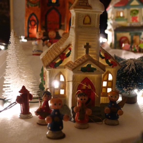 Homemade Parties Christmas House10