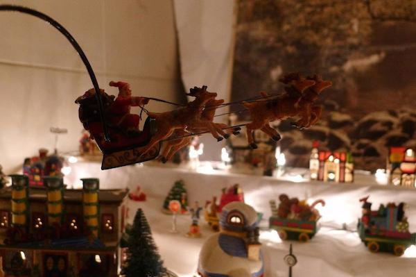 Homemade Parties Christmas House33