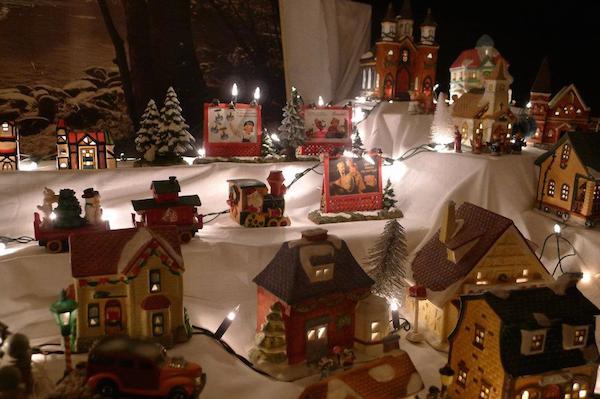 Homemade Parties Christmas House40
