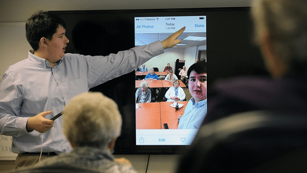 Smartphone Class for Seniors Taught by Teen Homeschooler Helps Close the Generation Gap