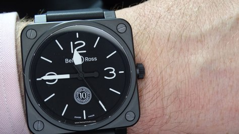 Bell and Ross BR 01 10th Anniversary en la muñeca - frontal