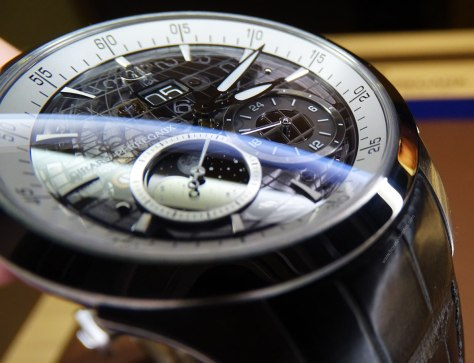 Girard-Perregaux Traveller Large Date Moonphase and GMT acero perfil