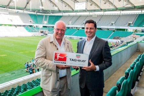 Jean Claude Biver, CEO de TAG Heuer, y Christian Seifert, CEO de Bundesliga en el anuncio de la alianza