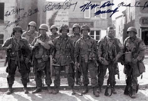 Miembros de la Easy Company en St. Marie-du-Mont