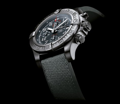 Breitling-Avenger-Bandit-perfil-1-Horas-y-Minutos