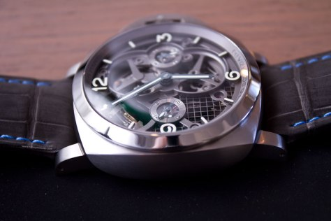 Lo-Scienziato-Luminor-1950-Tourbillon-GMT-Titanio-3-HorasyMinutos