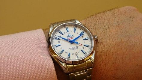 Omega-Seamaster-Aqua-Terra-GoodPlanet-GMT-brazalete-en-la-muñeca-1