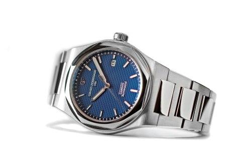 Pre-Baselworld-2016Girard-Perregaux-Laureato-esfera-azul-perfil-Horas-y-Minutos