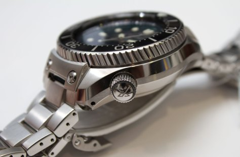 Seiko-Prospex-Marinemaster-Professional-Divers-1000m-Hi-Beat-perfil-Horasyminutos