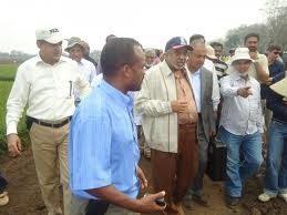 Al-Amoudi-visiting-rice-Farm-Gambella-Ethiopia-2011.jpg