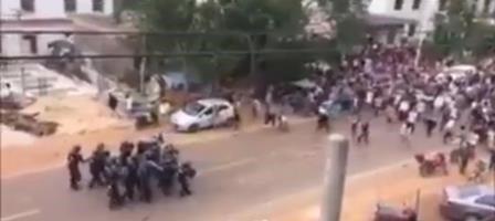 Screen-shot-Police-and-protestors-in-Addis-Ababa-last-April.jpg
