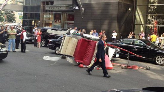 The carriage hit two cars. Image from Twitter by @pcsegal.