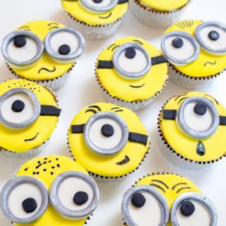 Minion Cupcakes | Hostess At Heart