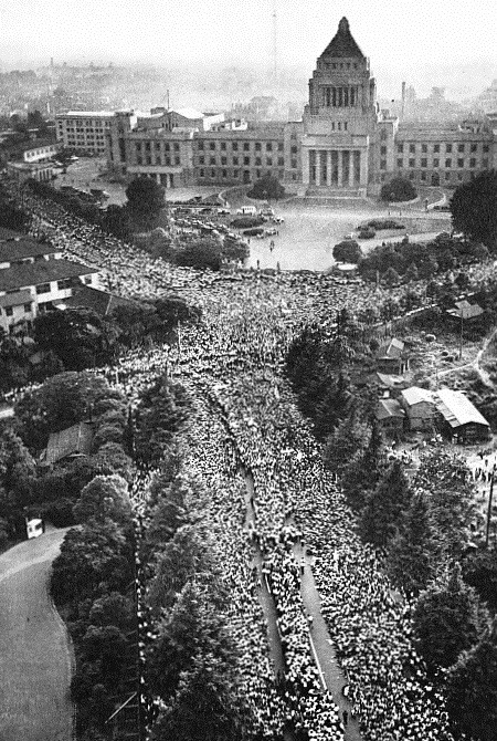 1960_Protests_against_the_United_States-Japan_Security_Treaty_07
