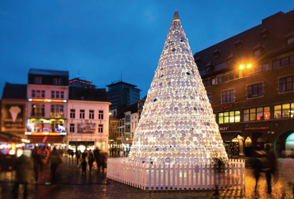 http://www.demilked.com/christmas-tree-made-of-32000-recycled-plastic-bottles/
