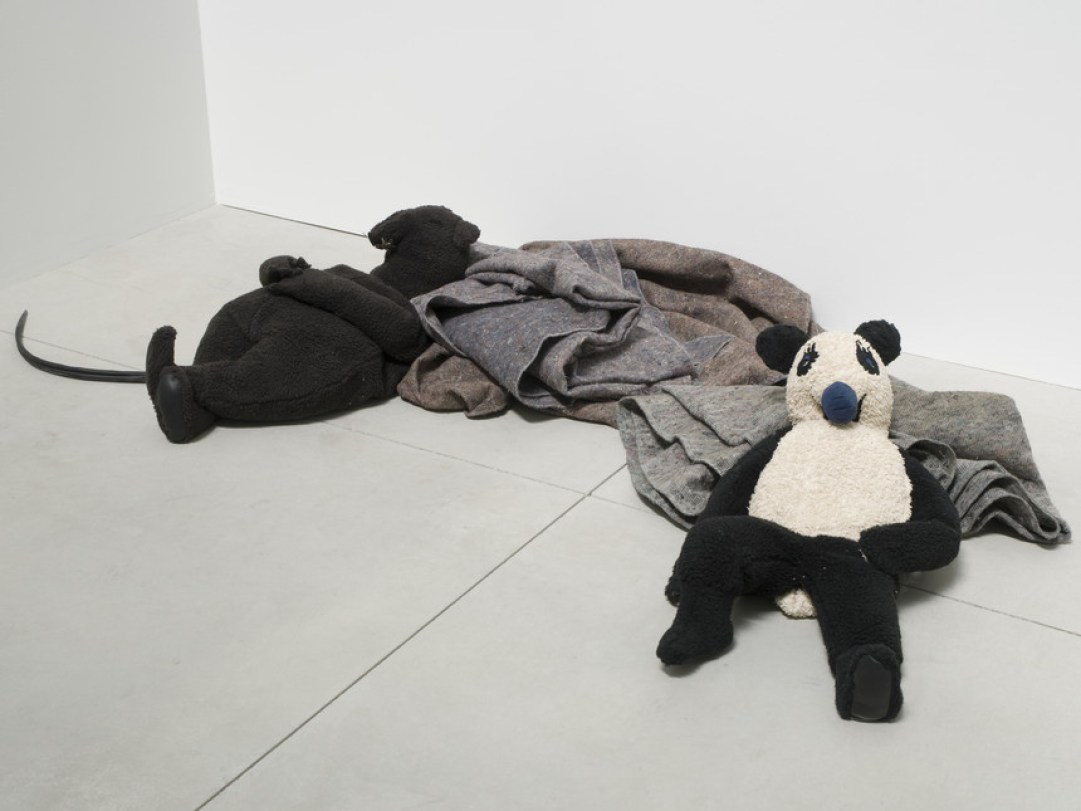 Peter-Fischli-David-Weiss-Rat-and-Bear-Sleeping-2008-Cotton-wire-polyester-and-electrical