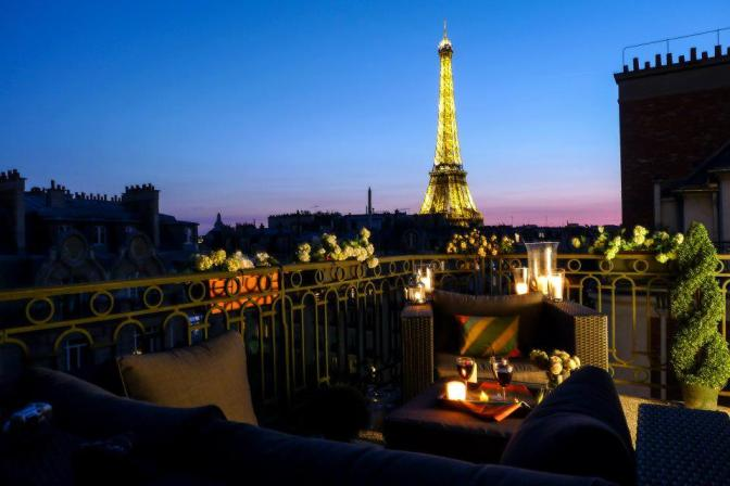 paris night romantique dinner