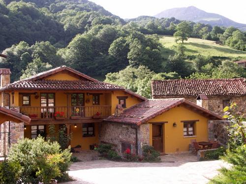 Casas rurales valle de bueida quir s asturias hoteles for Hoteles con piscina asturias