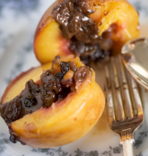 Peaches stuffed with Christmas fruit mince and dark chocolate