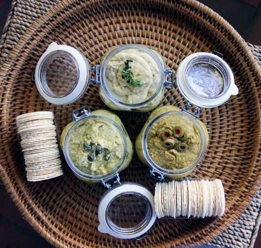 Vegan Dips with potato crackers