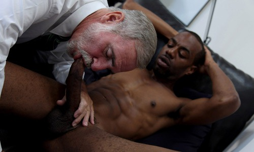 Older blackmen sucking dick