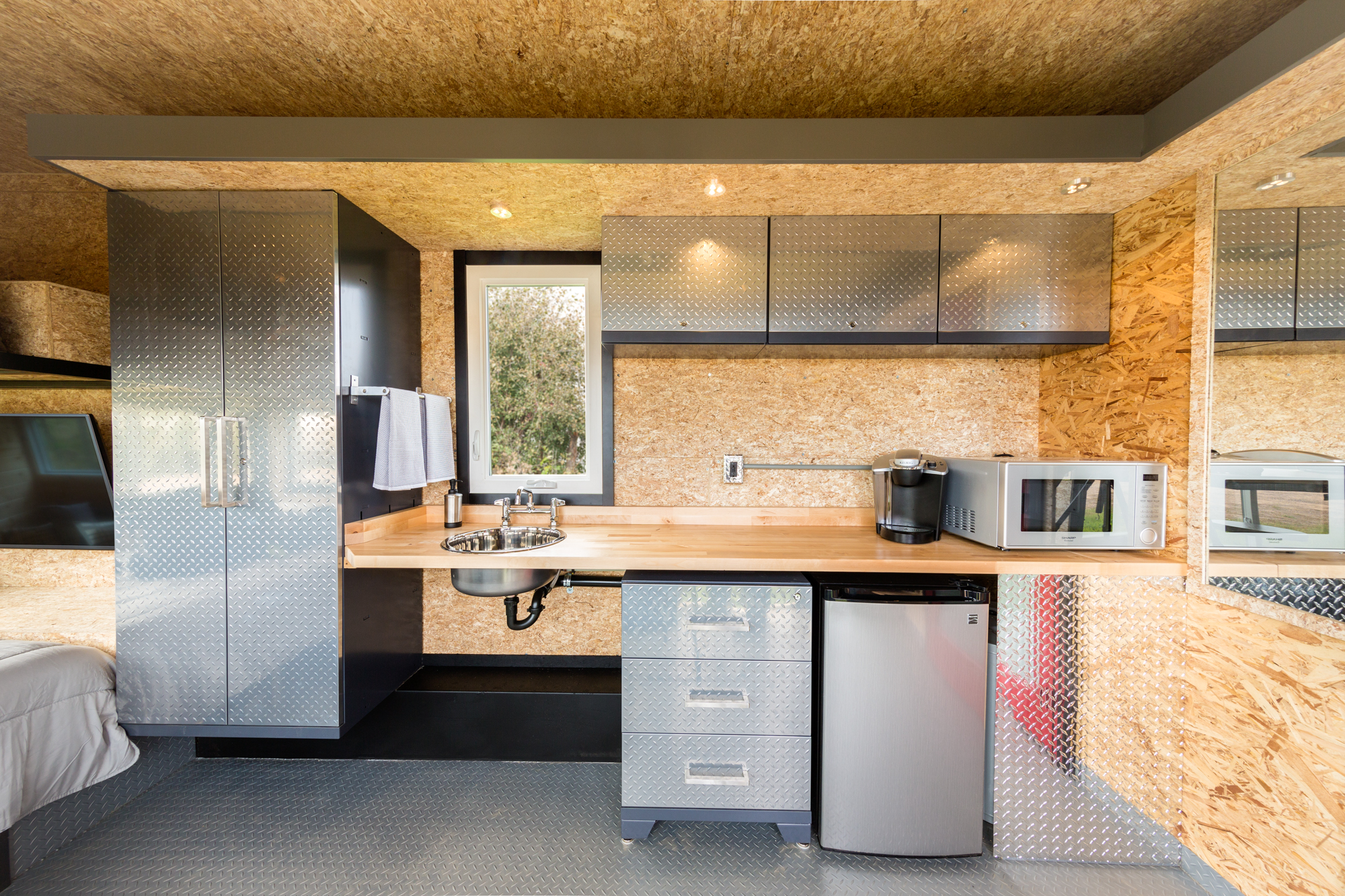 escape sport the ultimate man cave on wheels diamond kitchen cabinets ESCAPE Sport kitchen