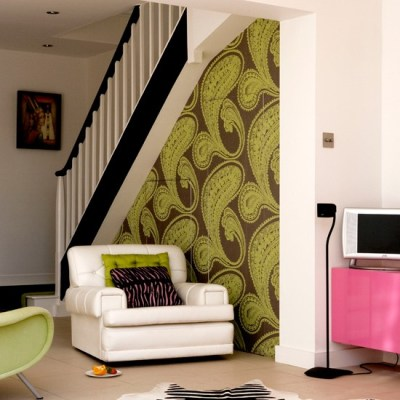 Living room with bold wallpaper | Wallpaper ideas for living rooms | housetohome.co.uk